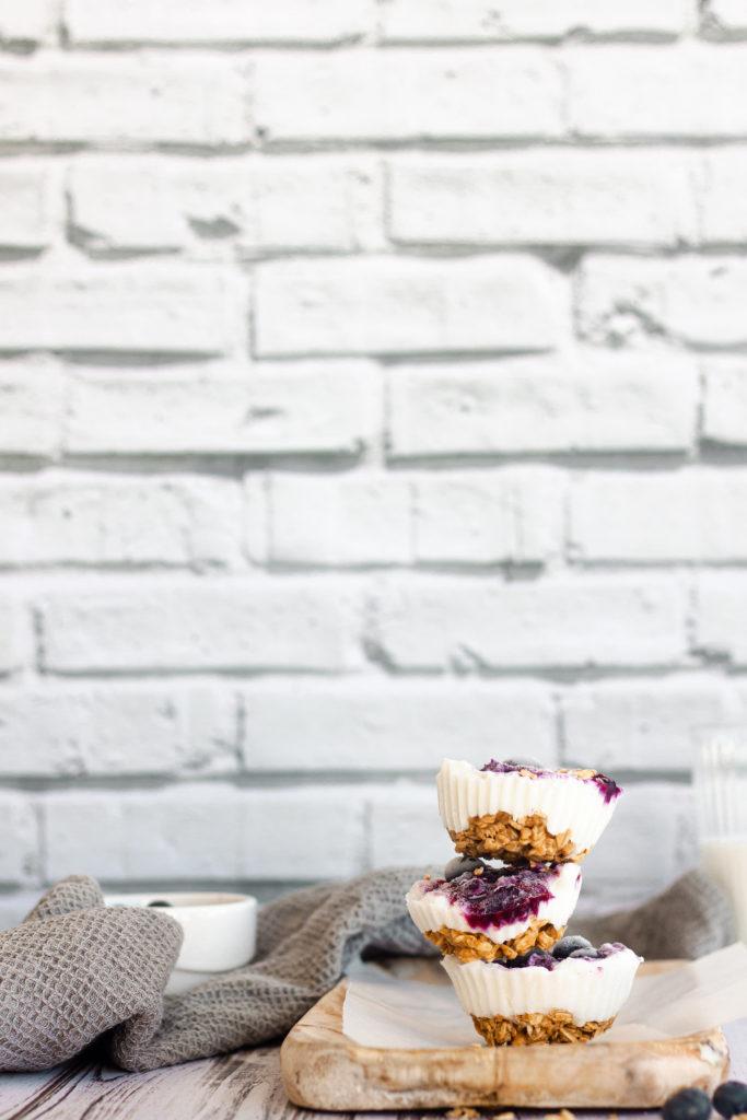 Frozen yogurt granola cups