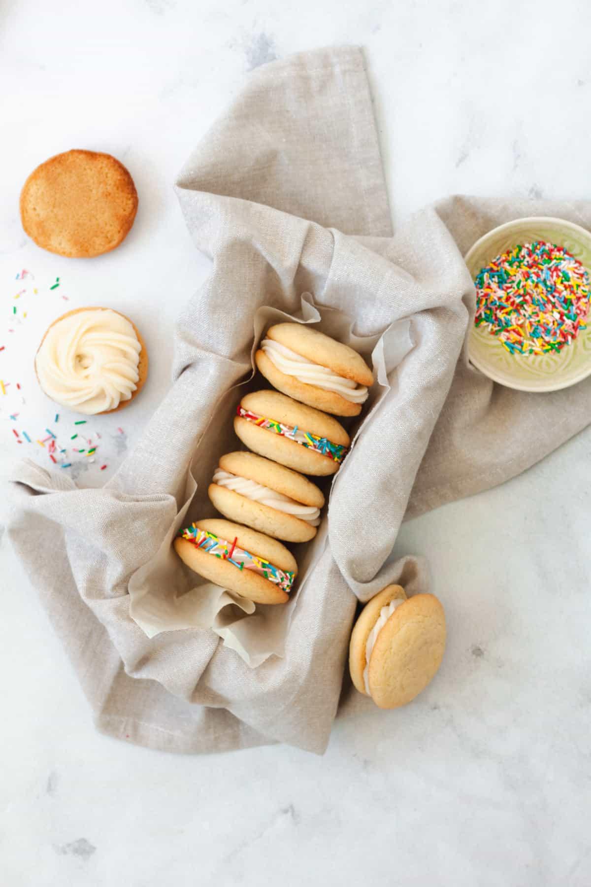 Vanilla Sandwich Cookies with Mascarpone Filling